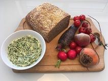 Beurre d'alliaire, légumes, pain