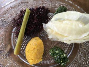 Pétiole de bardane, riz noir, pistou de plantain lancéolé, lentilles corail et chou blanc