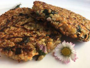 Galettes de quinoa aux fleurs de pâquerettes