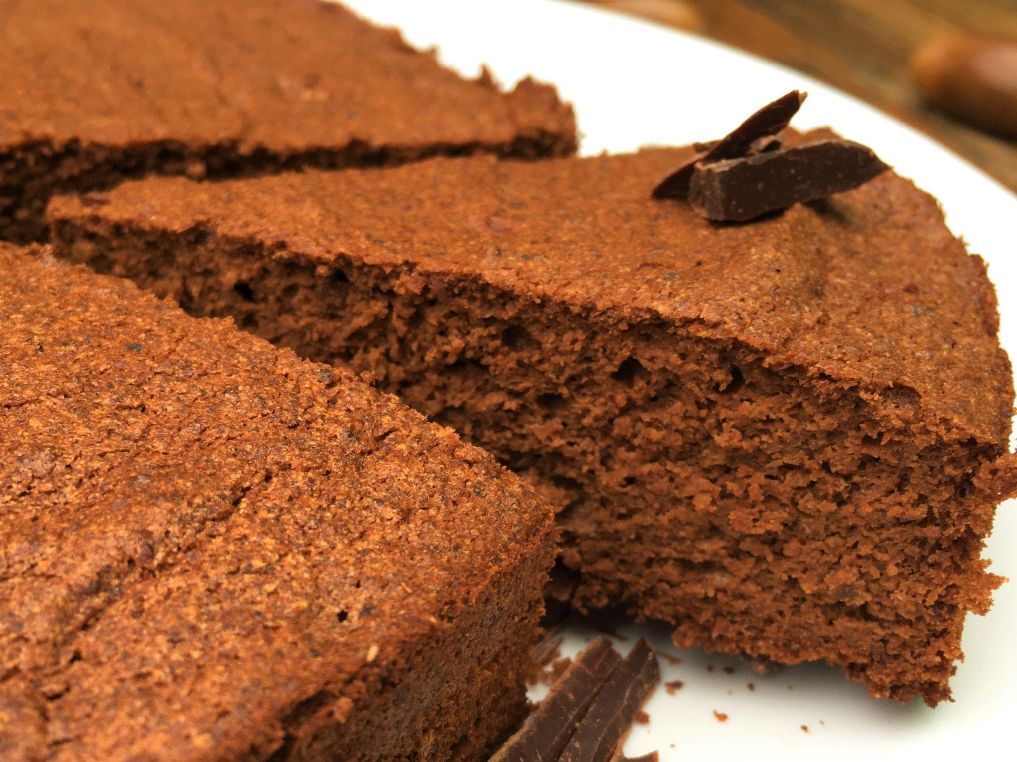 Part de gâteau au chocolat et à la farine de glands