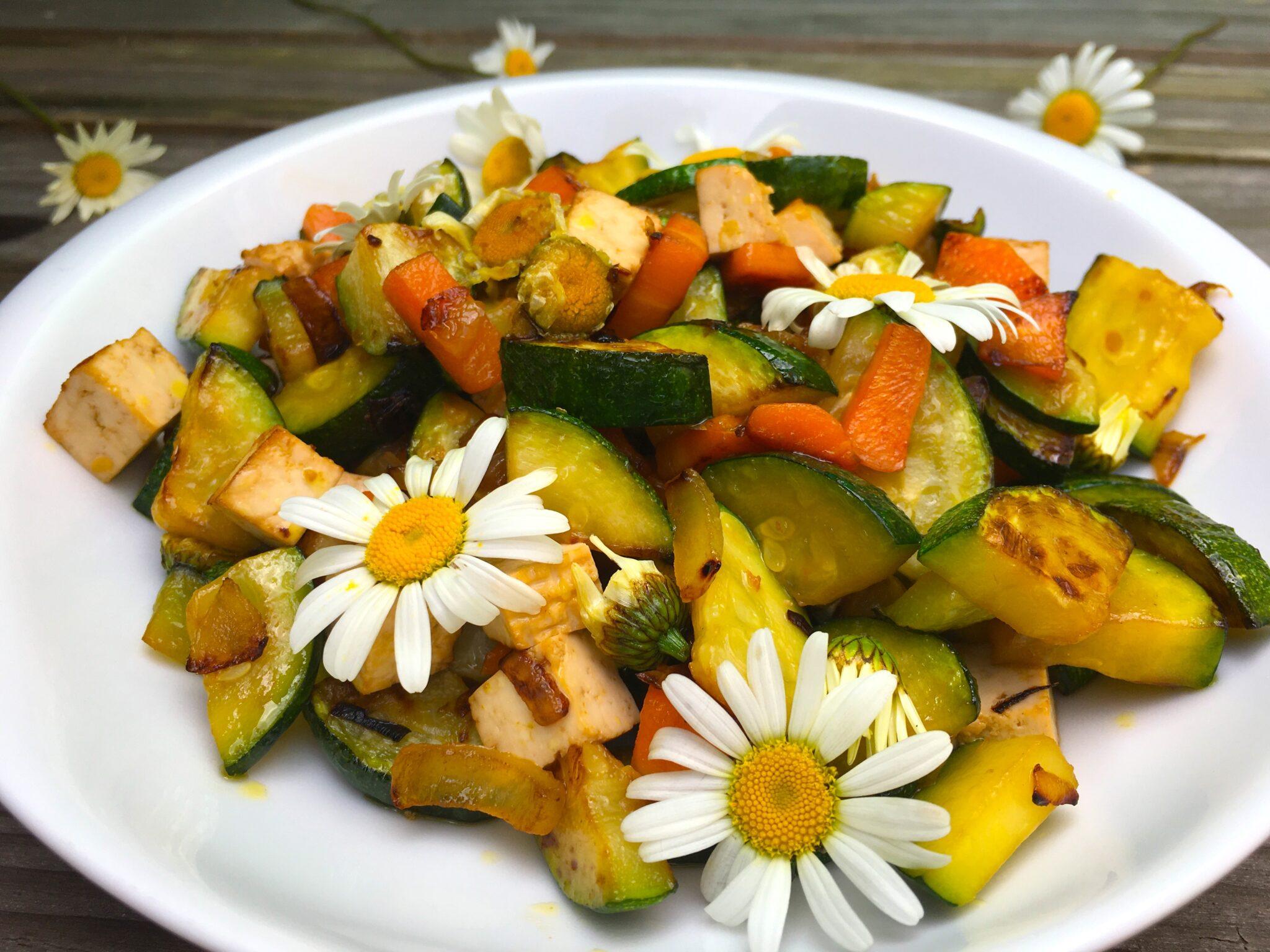 Poêlée de légumes aux fleurs de marguerite